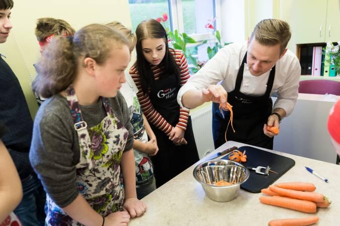 Rīgas skolēni atklāj konkursa Gardēžu klase finālu
