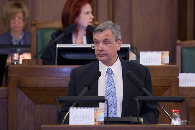 Atteikšanos no obligātās vidējās izglītības politiķi atzīst par kļūdu