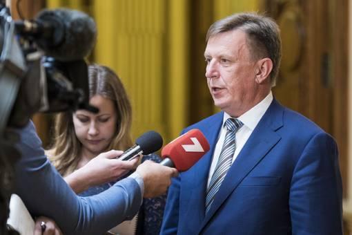 Kučinskis: Nedrīkst pieļaut paralēlās stundas un nemācīšanos latviski