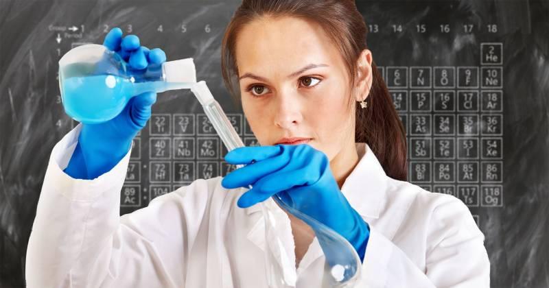 Apbalvos pedagogus par veiksmīgu un regulāru topošo ķīmijas studentu sagatavošanu