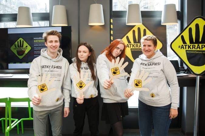 Pretkrāpšanas kustība #Atkrāpies! uzņem apgriezienus un turpina aicināt Latvijas iedzīvotājus iesaistīties