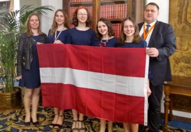 Latvijai bronzas medaļa Eiropas meiteņu matemātikas olimpiādē
