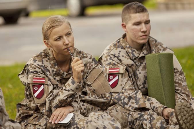 Skolēniem valsts aizsardzības mācības militārās nometnes varētu organizētu pēc 11.klases