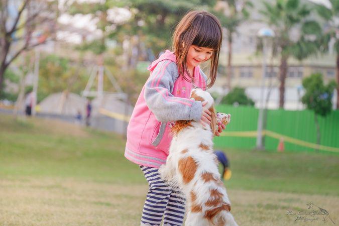 Bērni un mājdzīvnieki – kam pievērst uzmanību, un kādi ir ieguvumi?