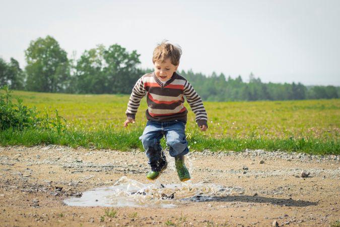 Bērni vasarā visbiežāk gūst kāju un roku traumas