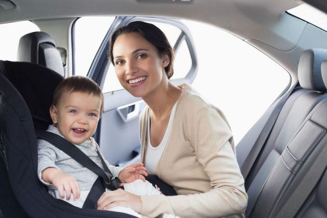 Kā pareizi auto pārvadāt bērnu līdz 15 mēnešu vecumam?