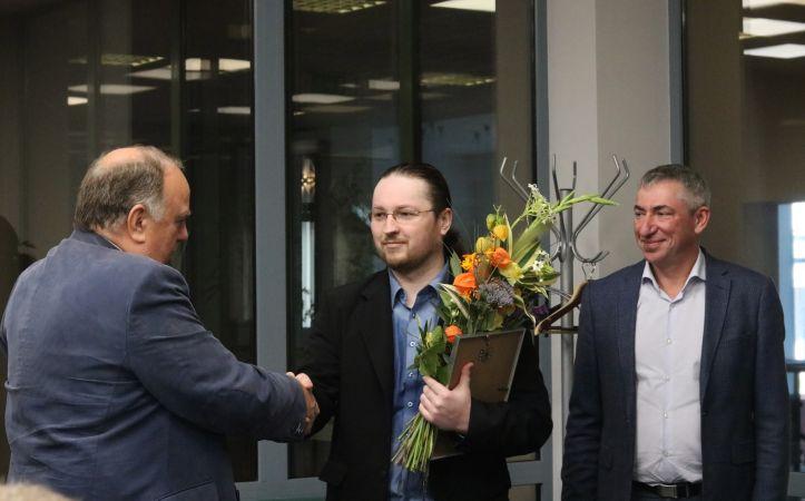 Balvu par izciliem sasniegumiem ķīmijā saņem jaunais zinātnieks Igors Sokolovs