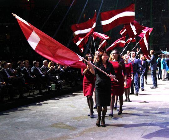 """Jauno profesionāļu meistarības konkursā """"EuroSkills"""" Latvijas komanda ieguvusi vairākas godalgas"""