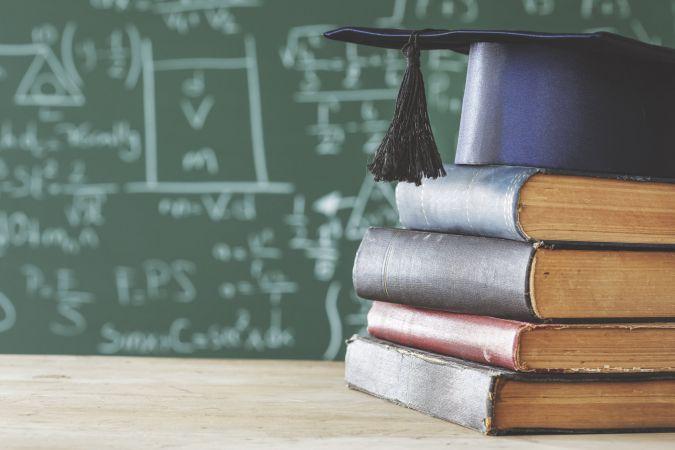 Pieaudzis skolēnu sniegums angļu un krievu valodu eksāmenu rezultātos