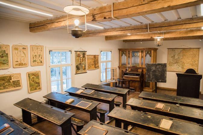 19. gadsimta autentiskajā skolas namā vēsture labi iegulst atmiņā