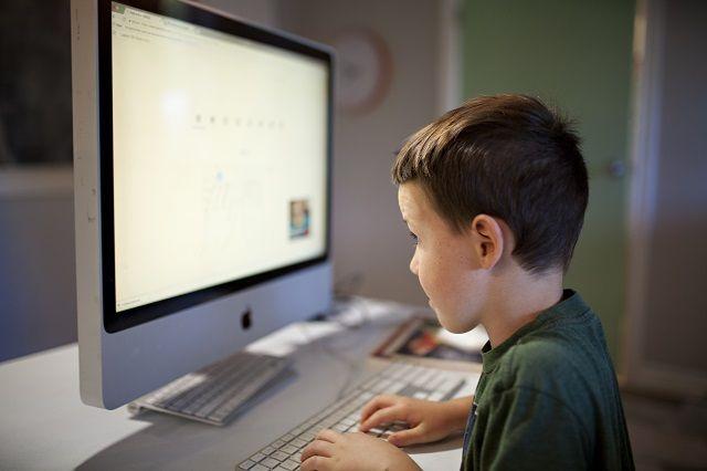 Pedagoģe: skolēni vieglprātīgi izturas pret drošību digitālajā vidē