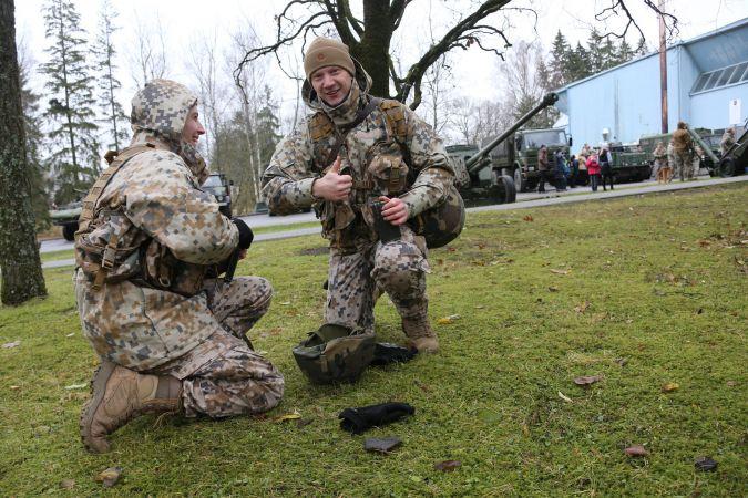 Valsts aizsardzības mācību pirmajā semestrī apguvuši 134 skolēni