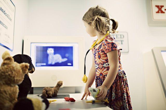Studenti sadarbībā ar mediķiem radījuši datorspēli kā alternatīvu veselības mācībai