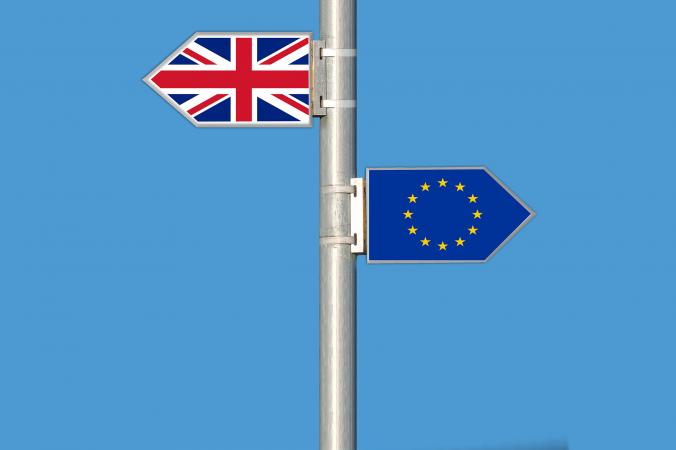 """Valodnieki Lielbritānijas izstāšanos no ES rakstītā tekstā mudina saukt par """"Brexit"""" vai breksitu"""