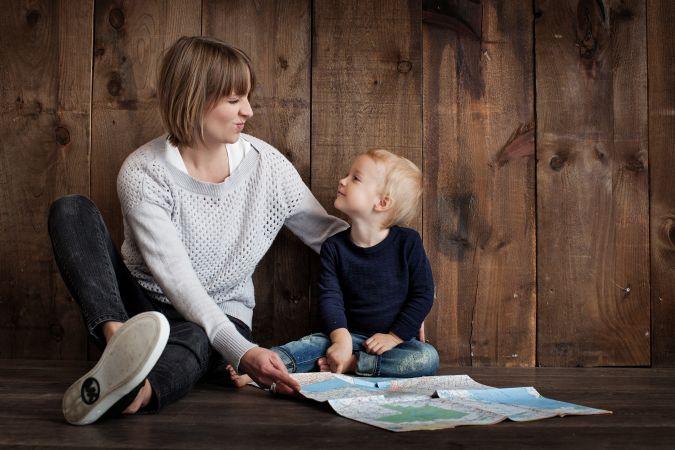 Aptauja: Latvijā 65% skolēnu par savu līderi uzskata mammu