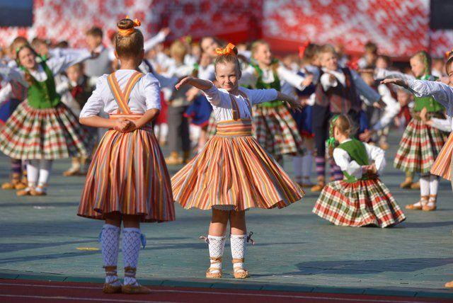 """Pirmo reizi tautas deju lielkoncerts """"Saule vija zelta rotu"""" notiks Siguldā"""