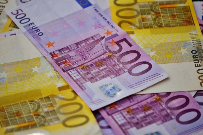 Labākajiem skolu absolventiem izmaksās simtgades stipendiju 500 eiro apmērā