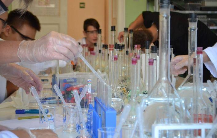 """""""Laboratorium Zinātnes skolā"""" skolēniem tiek piedāvātas budžeta vietas"""
