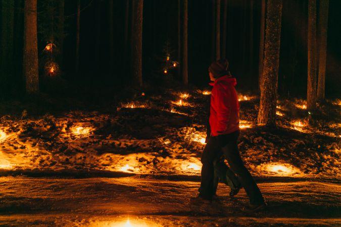 """Noskaņu pasākums """"Sveču mežs"""" aicina uz maģisku kopābūšanu sveču gaismā"""