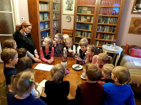 """Andreja Upīša memoriālais muzejs aicina apmeklēt interaktīvo spēli """"Sūnu ciema zēni"""""""
