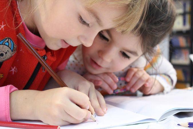 """Izveidota latviešu valodas apguves spēle pirmsskolas un sākumskolas skolēniem """"Vārdiņš, vārdiņš, teikumiņš"""""""