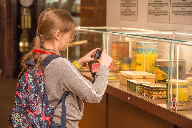 """Dodies neaizmirstamā ekskursijā uz """"Laimas"""" šokolādes muzeju"""