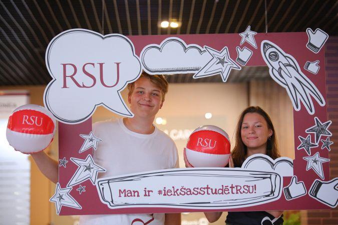 Studenti atklāj, vai patiešām ir grūti studēt Rīgas Stradiņa universitātē
