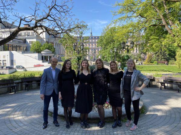 LU Juridiskās fakultātes komanda uzvar Cilvēktiesību tiesas procesa izspēles sacensībās, pieveicot Oksfordas universitāti