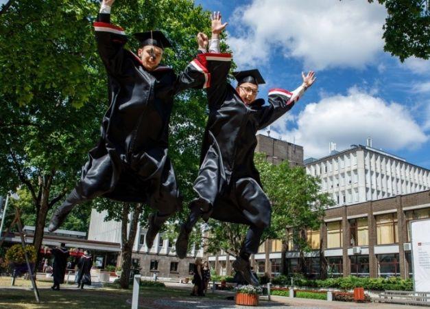 RSU diplomu šovasar saņems teju 1300 absolventi