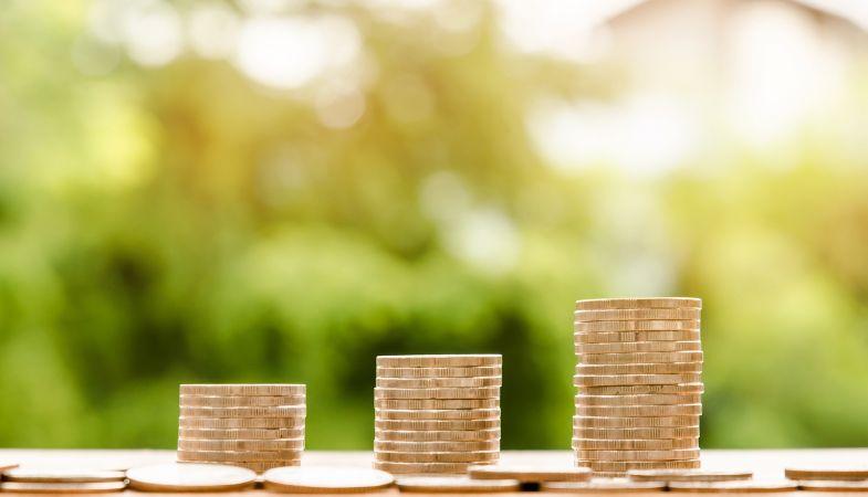 Bakalaura programmu un koledžu absolventiem ienākumi ir par 7–8% augstāki nekā vidēji valstī