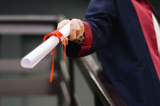 Izsniegti centralizēto eksāmenu sertifikāti par vispārējās vidējās izglītības programmas apguvi