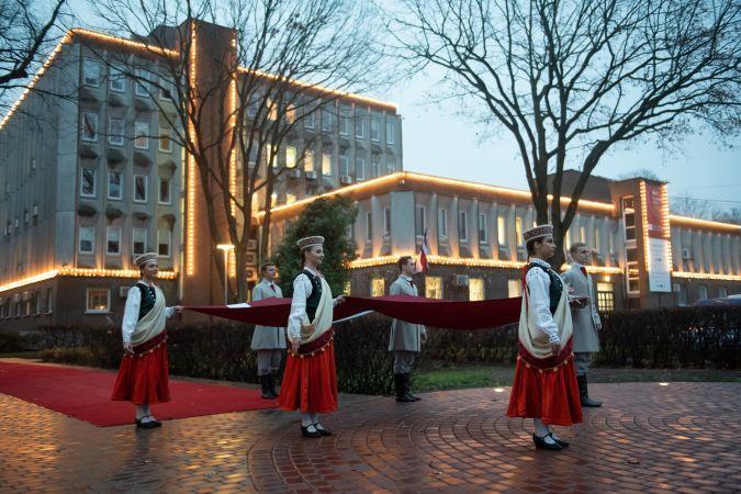 Sveicam Latvijas Republikas proklamēšanas 102. gadadienā!