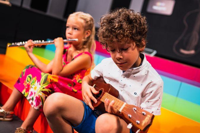 """Kā motivēt bērnu mūzikas skolai? Atklāj mamma un raidījuma """"Mūziķene"""" autore Eva Heinsberga"""