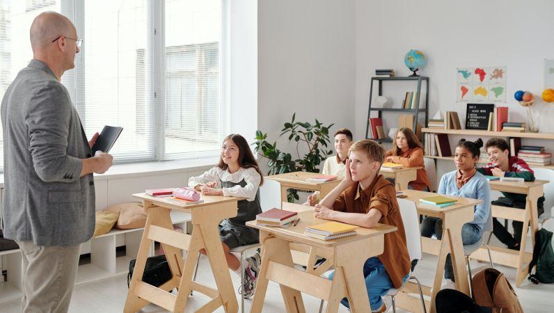 Eksperti: izglītības progresa pamatā ir spējīgi, uz sadarbību vērsti skolotāji un skolēnu motivācijas veicināšana