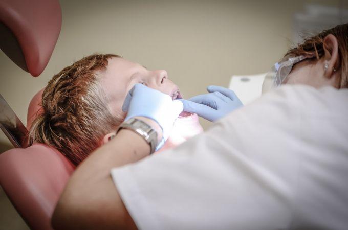 Izmanto bezmaksas bērnu zobārstniecības pakalpojumus Rīgā