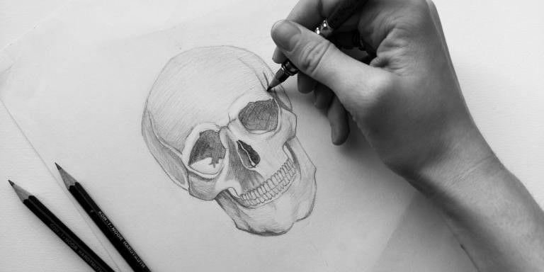 RSU Anatomijas muzejs aicina skolēnus uz galvaskausa zīmēšanas nodarbību