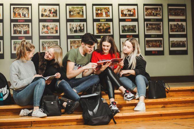 """""""Kā notiks mācības vidusskolā?"""" - tiešsaistes diskusija skolēniem"""