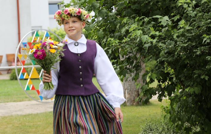 """Noslēgsies XII Latvijas Skolu jaunatnes dziesmu un deju svētku notikums """"Saulesvija"""""""