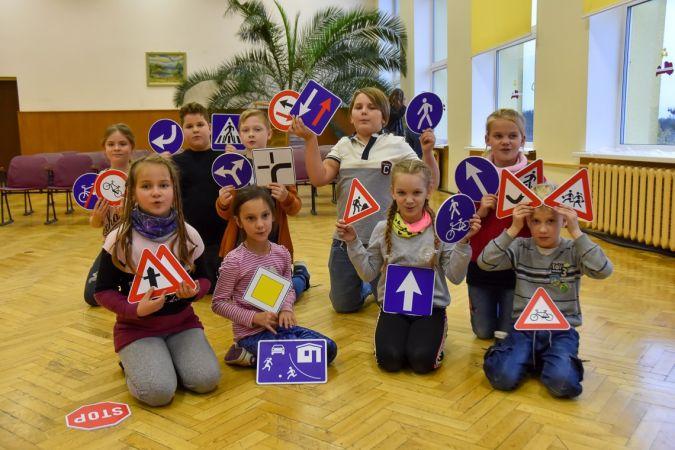 Skolotāji var pieteikties bezmaksas kursos par satiksmes drošības noteikumu mācīšanas pieejām un metodēm skolās