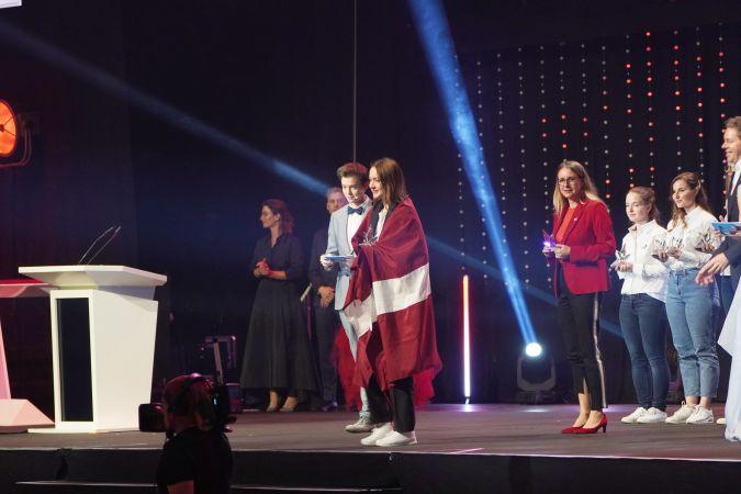 Latvijas komandai EuroSkills 2021 konkursā 2 medaļas par izcilību