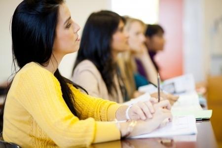 """Angļu valodas eksāmena domrakstu pārrakstīs gandrīz visi """"tematu pārpratumā"""" iesaistītie skolēni"""
