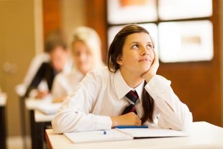 12.klašu skolēni kārto centralizēto eksāmenu latviešu valodā