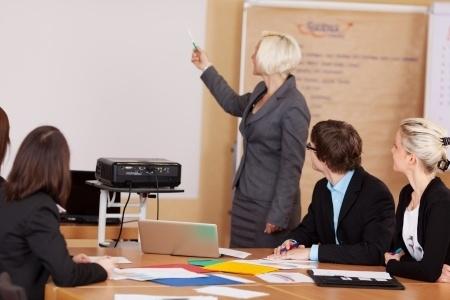 Valdība piešķirs Atzinības rakstu skolotājai, kura deviņus gadus Briselē bērniem mācījusi latviešu valodu
