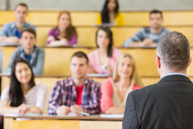 Latvijas skolēnu vidējais rezultāts vēstures eksāmenā turpina lejupslīdi