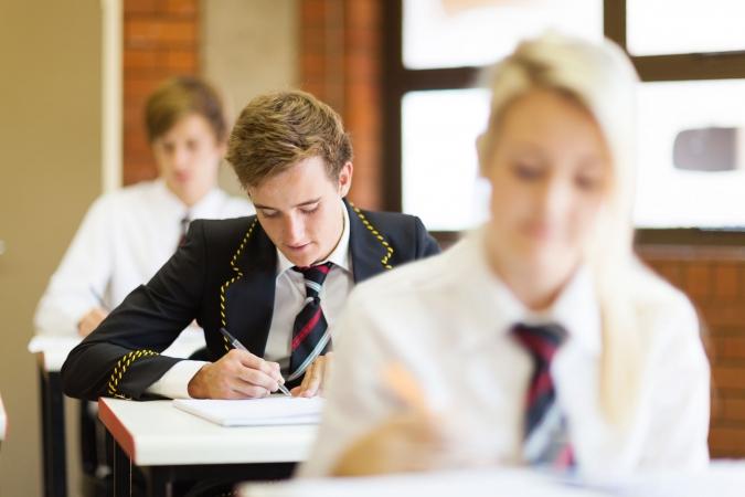 12.klašu skolēni kārto eksāmenu krievu valodā