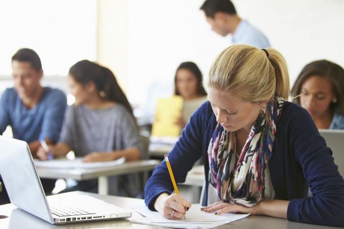 Vāc parakstus par bezmaksas augstāko izglītību bāreņiem un bez vecāku gādības palikušiem bērniem