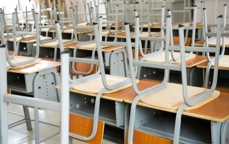 Salmonelozes uzliesmojuma dēļ pārtrauc mācības Svētes pamatskolā