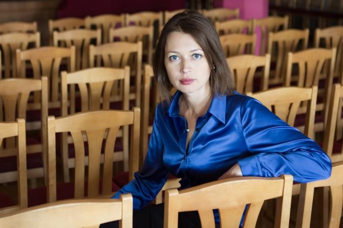 """Žurnāliste Inga Spriņģe skaidro, kāpēc ar steigu Latvijā vajadzīga izglītības reforma; Šobrīd mazās skolas """"ražo"""" nākamos strādniekus Īrijai, Vācijai un Zviedrijai"""