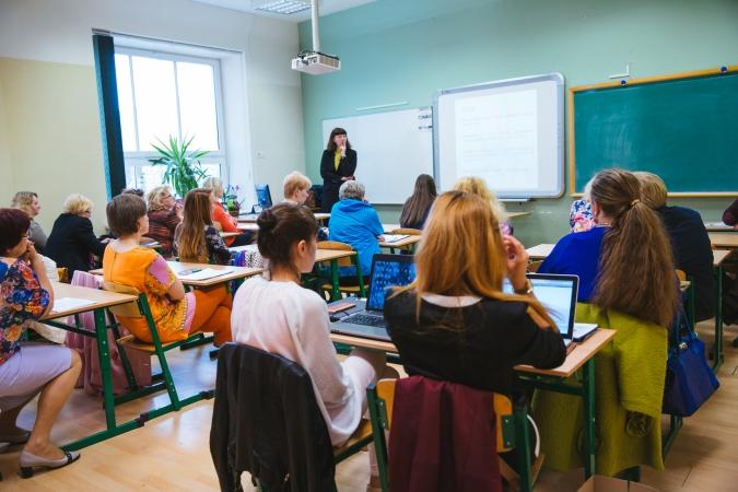 Pēc pusotra gada skolās sāks pakāpenisku pāreju uz mācībām latviešu valodā