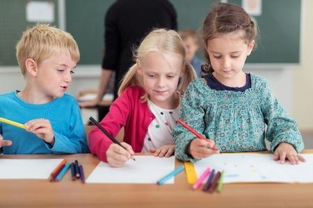 Valdība atbalsta priekšlikumu skolas gaitas sākt jau sešu gadu vecumā